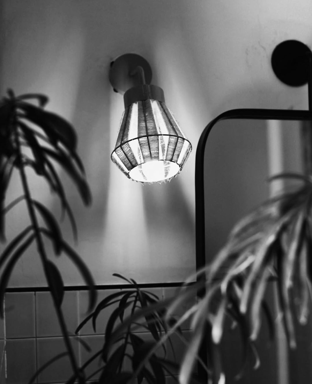 logan-rustica-lampara-pared-baño