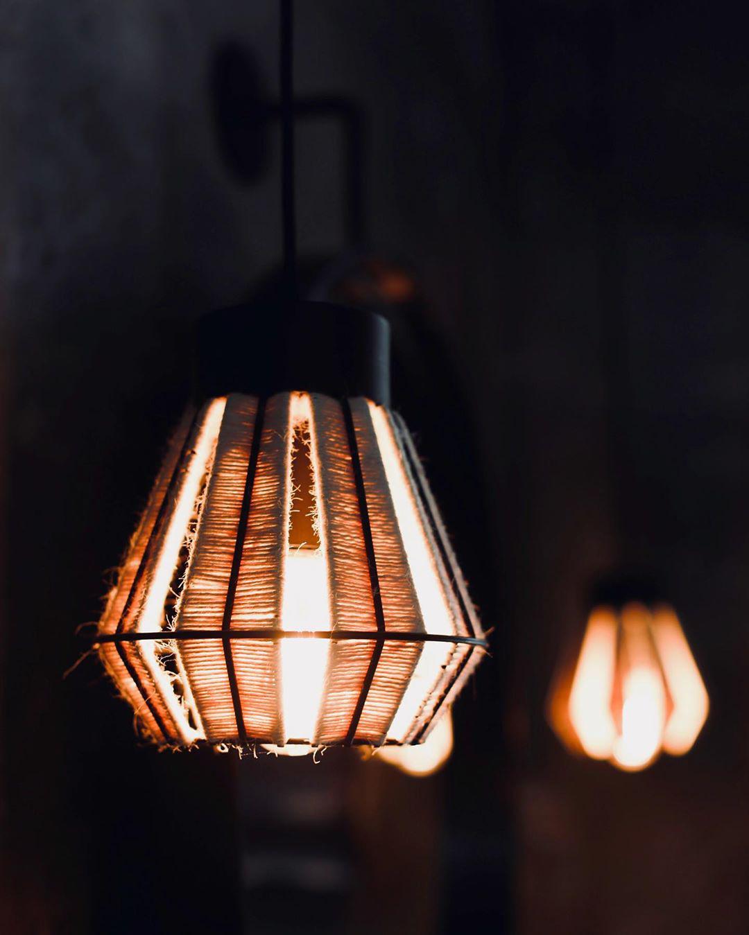 logan-rustica-lampara-pared-baño-negro